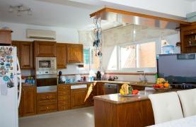 Spacious 5 Bedroom House in Agios Athanasios Area - 41