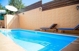 Spacious 5 Bedroom House in Agios Athanasios Area - 36