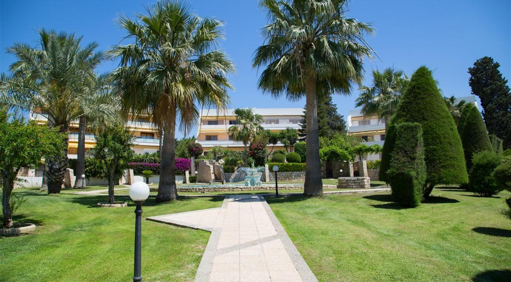 Luxury Modern 3 Bedroom Apartment in Thera Complex by the Sea - 3
