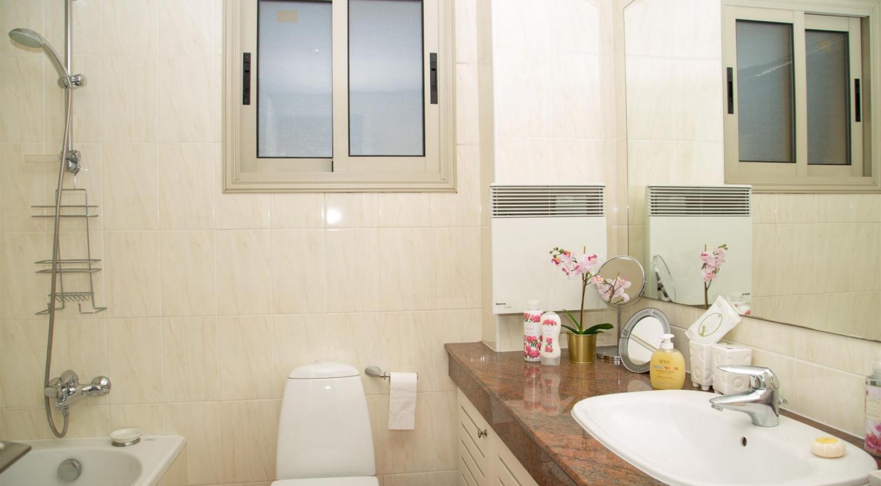 Luxury 3 Bedroom Apartment in Enaerios Area near the Sea - 16