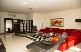 Luxury 3 Bedroom Apartment in Enaerios Area near the Sea - 32