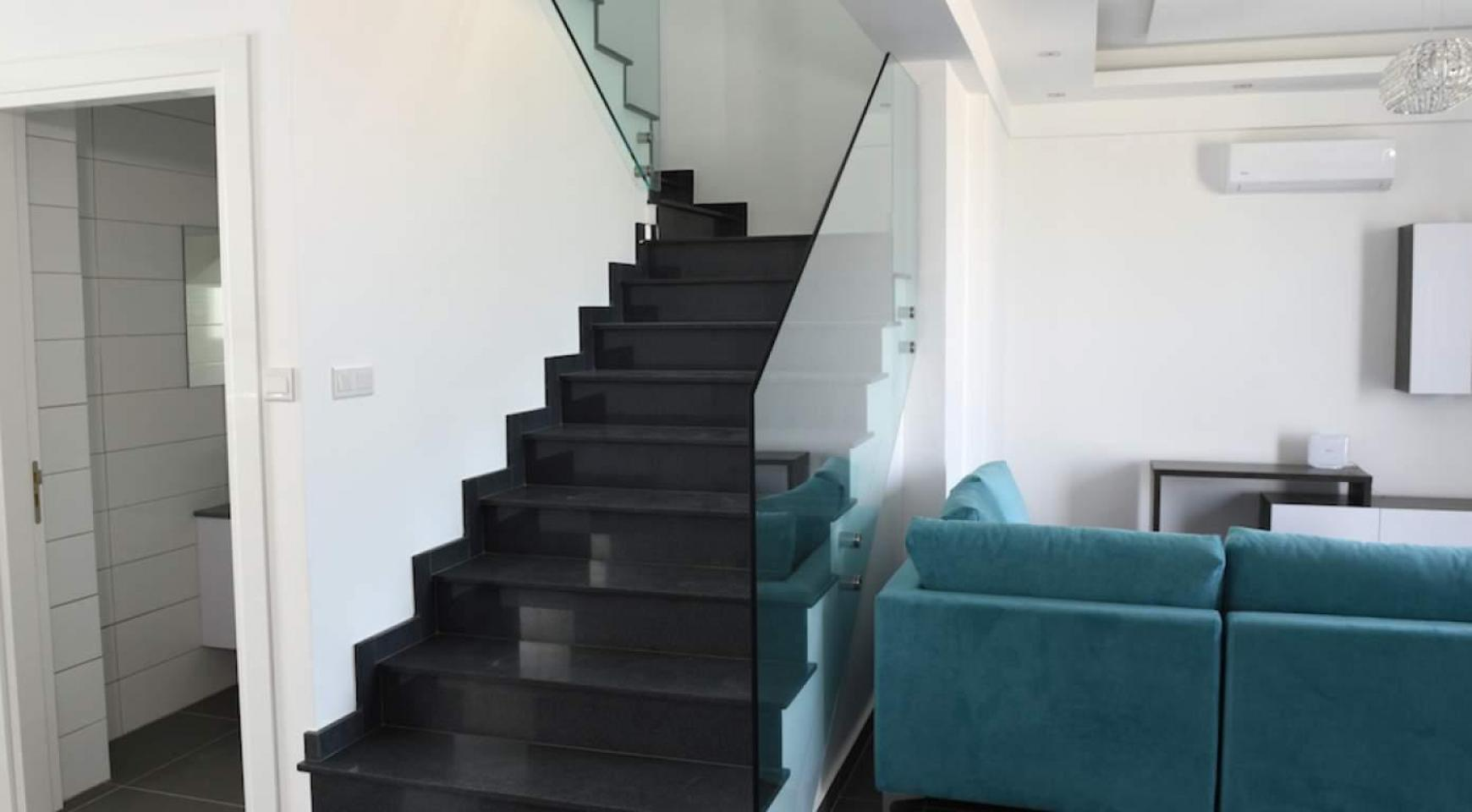 4 Bedroom House in Leivadia Area - 16