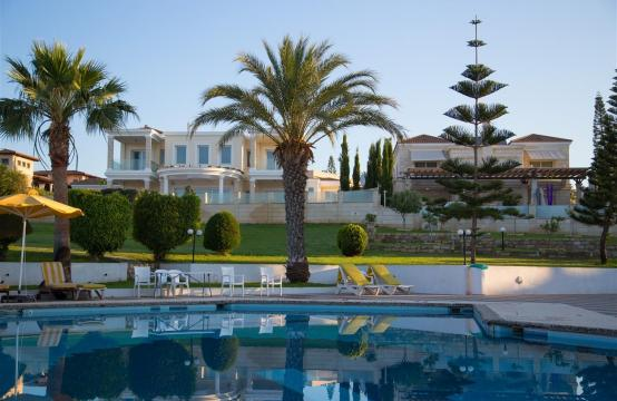 Luxury 3 Bedroom Apartment in Thera Complex by the Sea