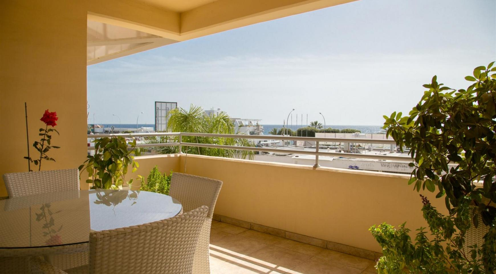 Spacious 3 Bedroom Apartment with Sea Views - 3