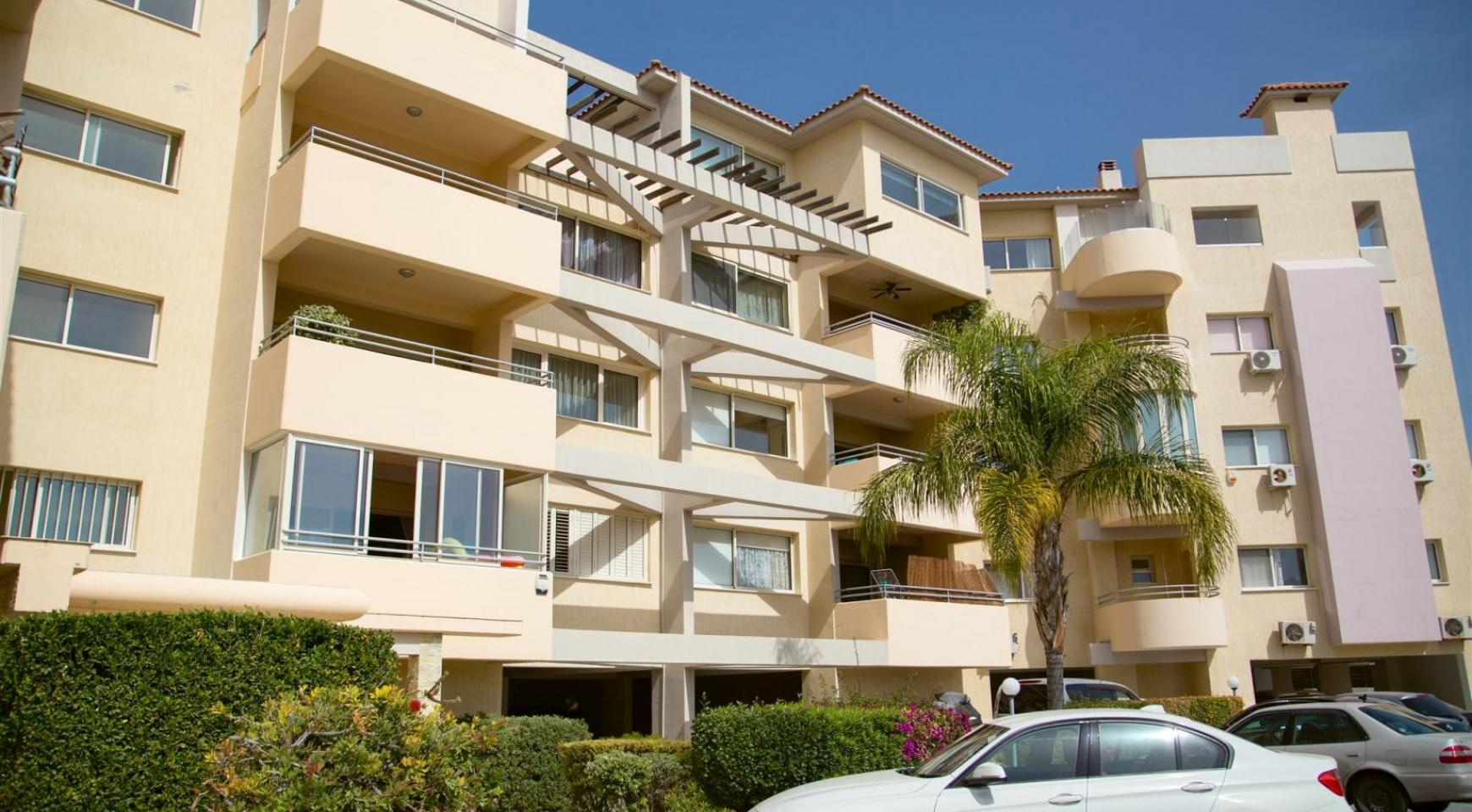 Spacious 3 Bedroom Apartment with Sea Views - 15