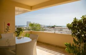 Spacious 3 Bedroom Apartment with Sea Views - 23