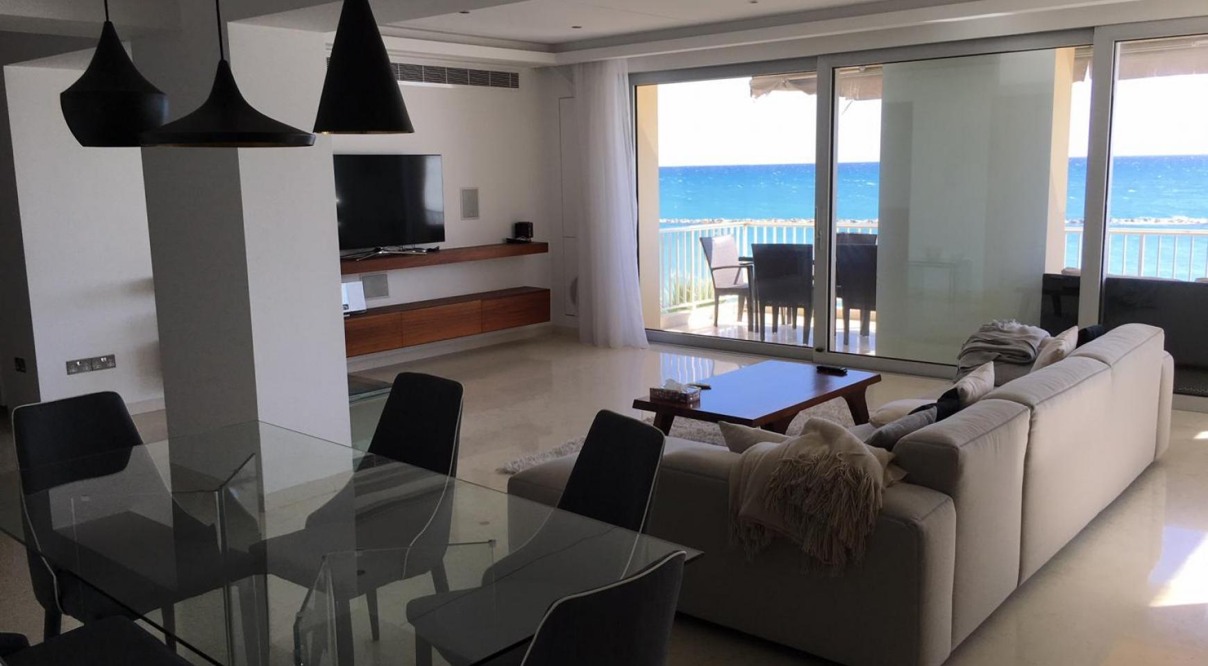 Luxury 3 Bedroom Apartment on the Seafront - 3
