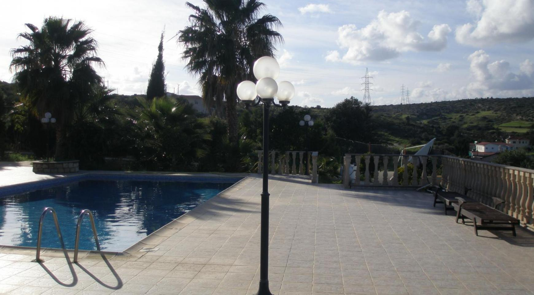 Spacious 5 Bedroom Villa with Magnificent Views in Pyrgos  - 7