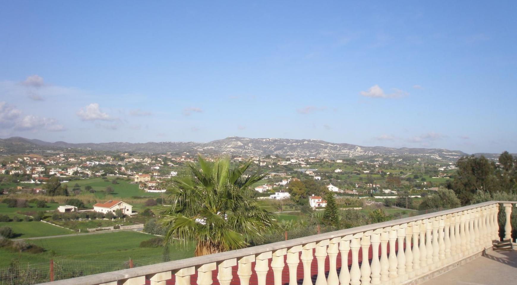 Spacious 5 Bedroom Villa with Magnificent Views in Pyrgos  - 10