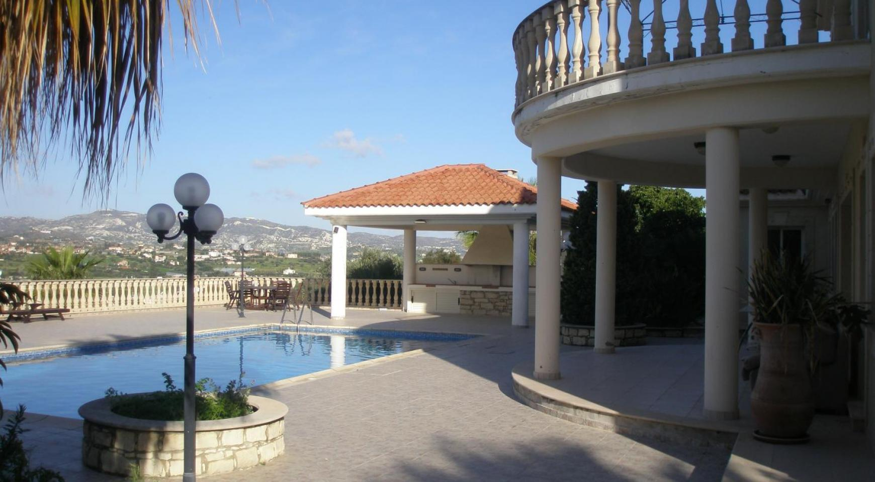 Spacious 5 Bedroom Villa with Magnificent Views in Pyrgos  - 3