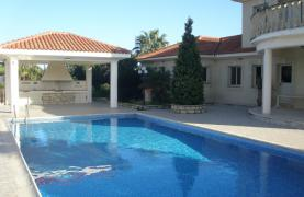 Spacious 5 Bedroom Villa with Magnificent Views in Pyrgos  - 34