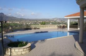 Spacious 5 Bedroom Villa with Magnificent Views in Pyrgos  - 33