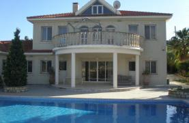 Spacious 5 Bedroom Villa with Magnificent Views in Pyrgos  - 38