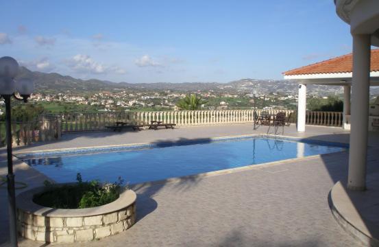 Spacious 5 Bedroom Villa with Magnificent Views in Pyrgos