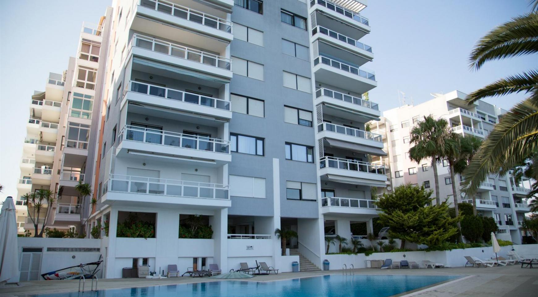 Luxury Fully Renovated 3 Bedroom Apartment on the Seafront - 36