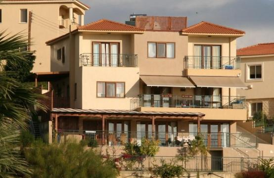 Spacious 4 Bedroom Villa with Stunning Sea and Mountain Views