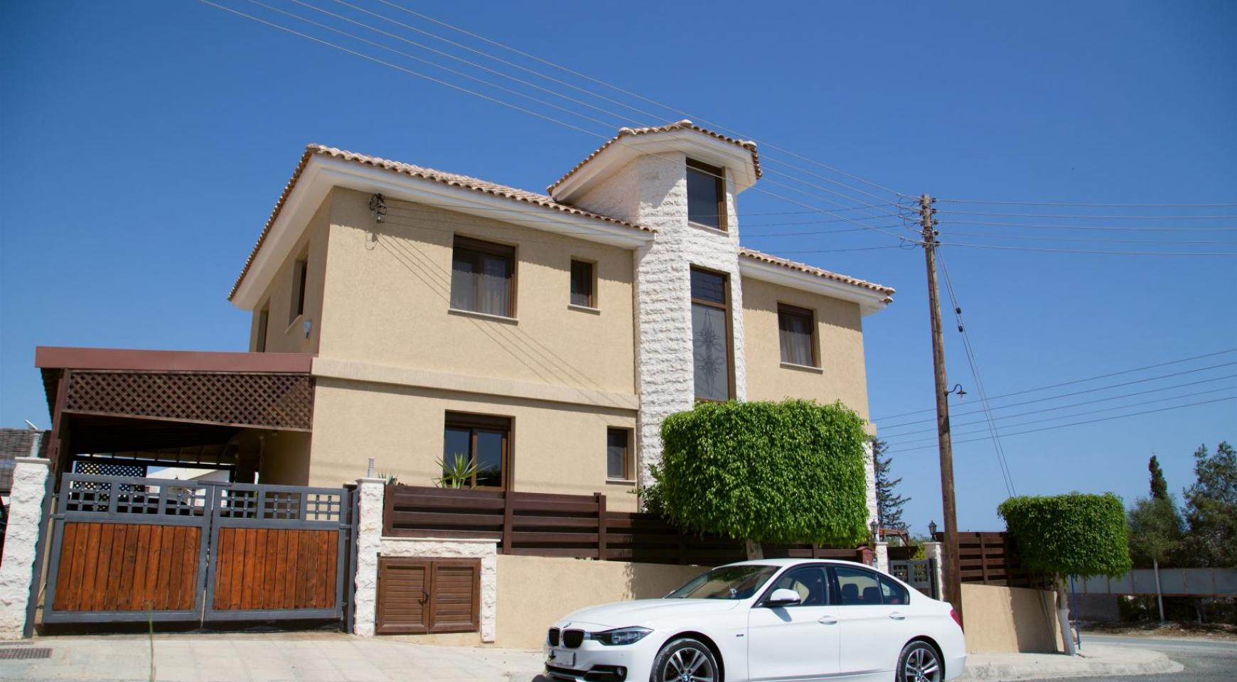 Spacious 4 Bedroom Villa with Stunning Sea and Mountain Views - 5