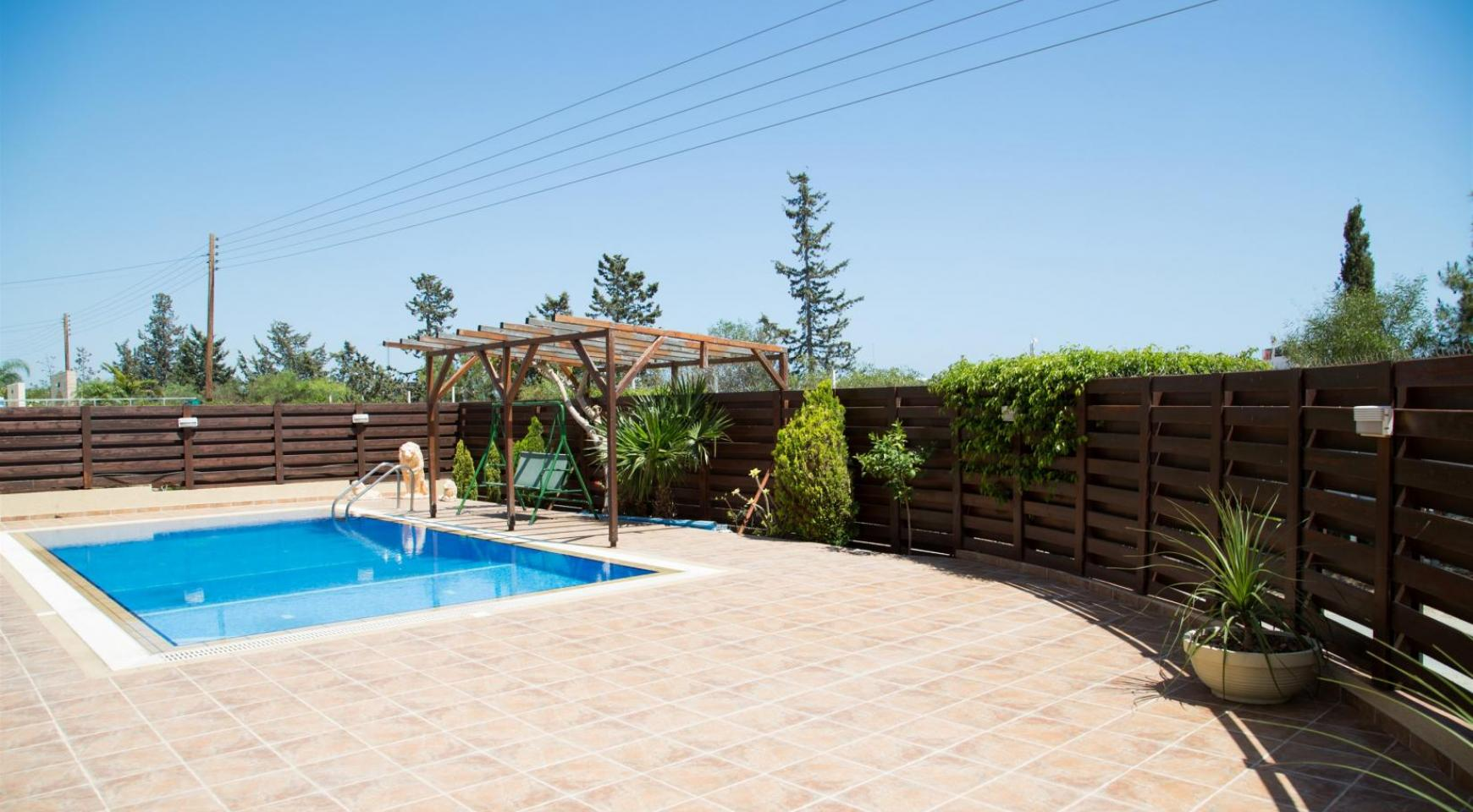 Spacious 4 Bedroom Villa with Stunning Sea and Mountain Views - 2