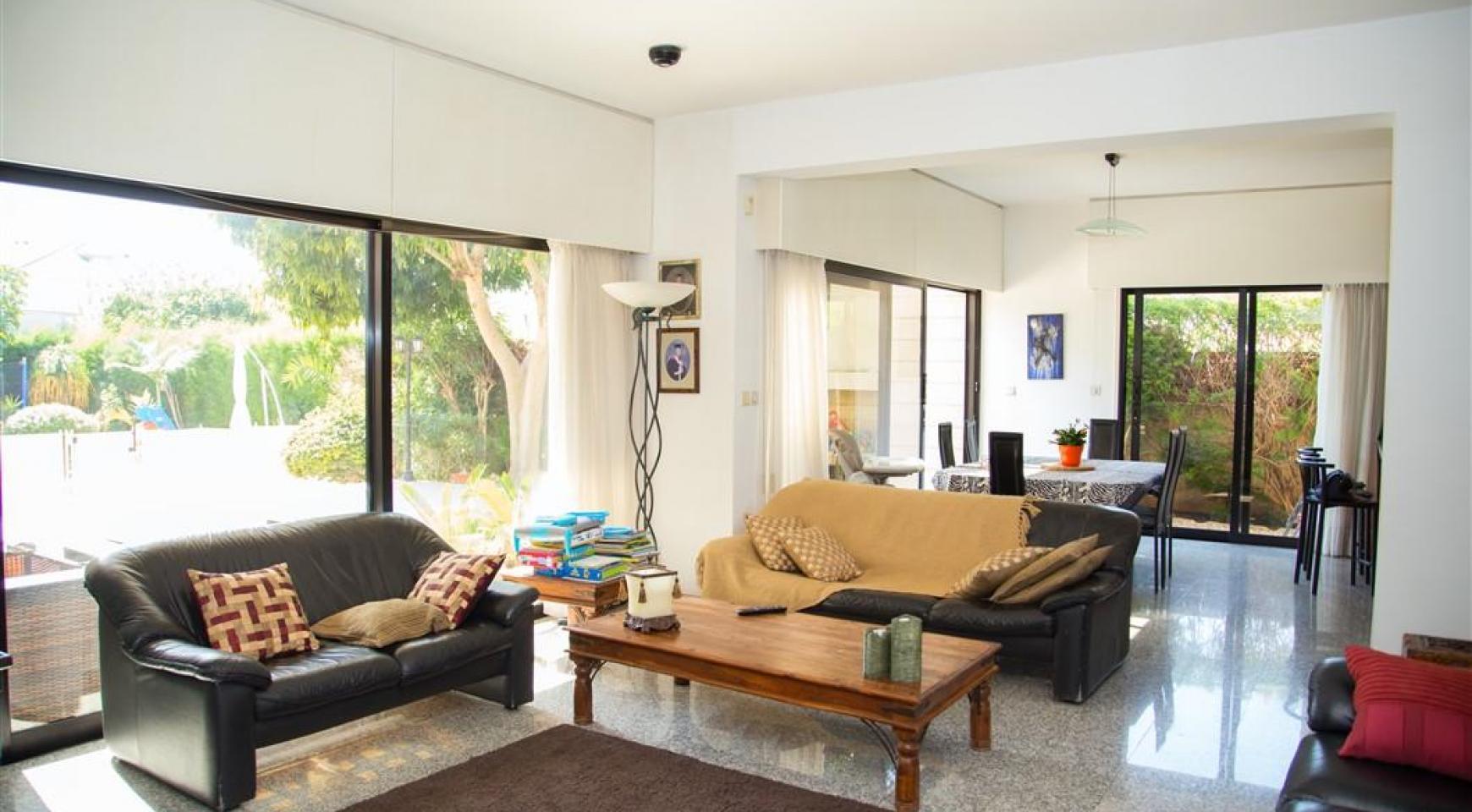 4 Bedroom Villa in Germasogeia Area - 16