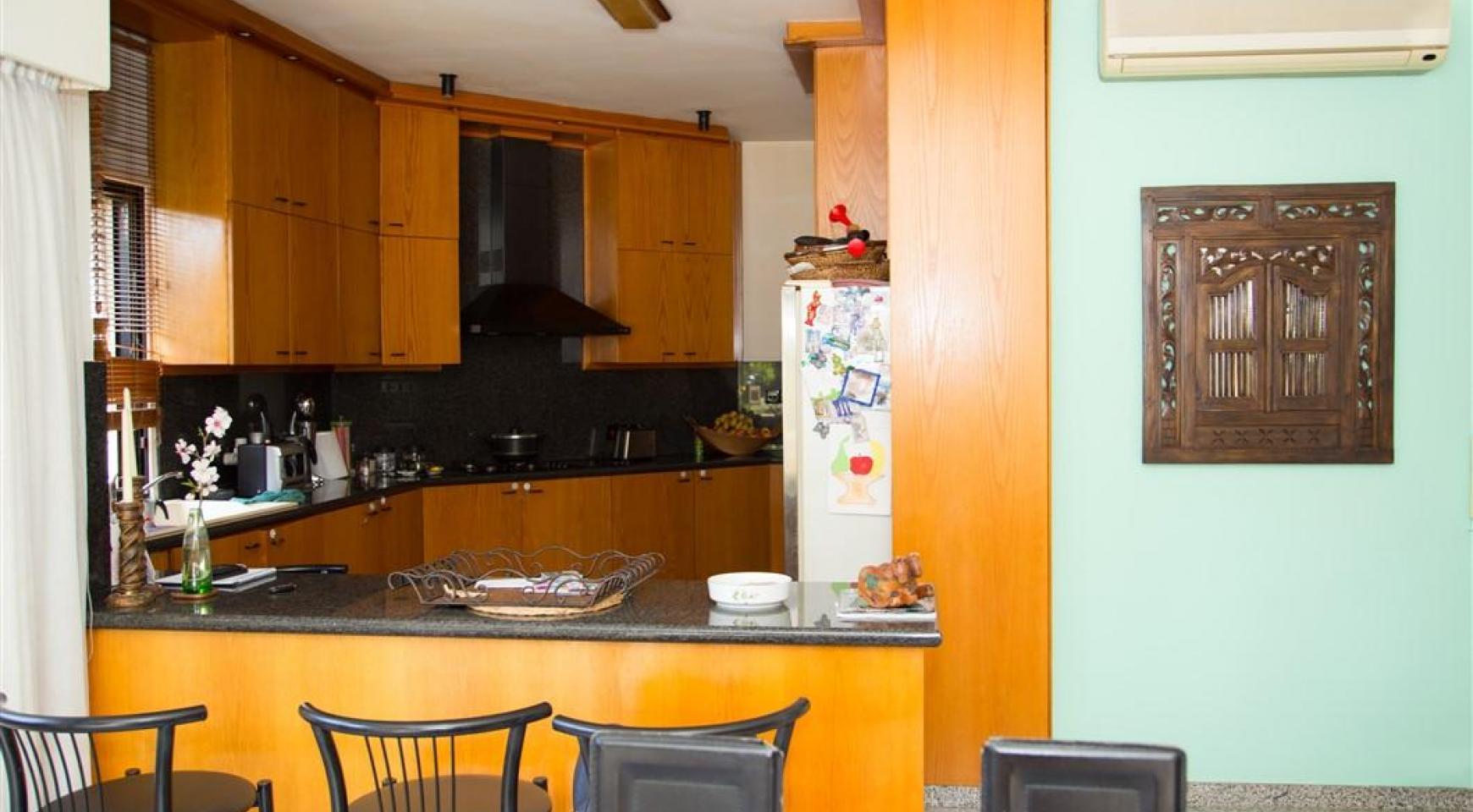 4 Bedroom Villa in Germasogeia Area - 17