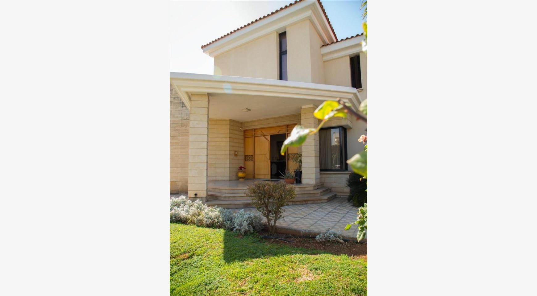 4 Bedroom Villa in Germasogeia Area - 7
