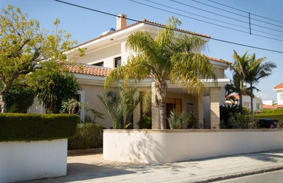 4 Bedroom Villa in Germasogeia Area