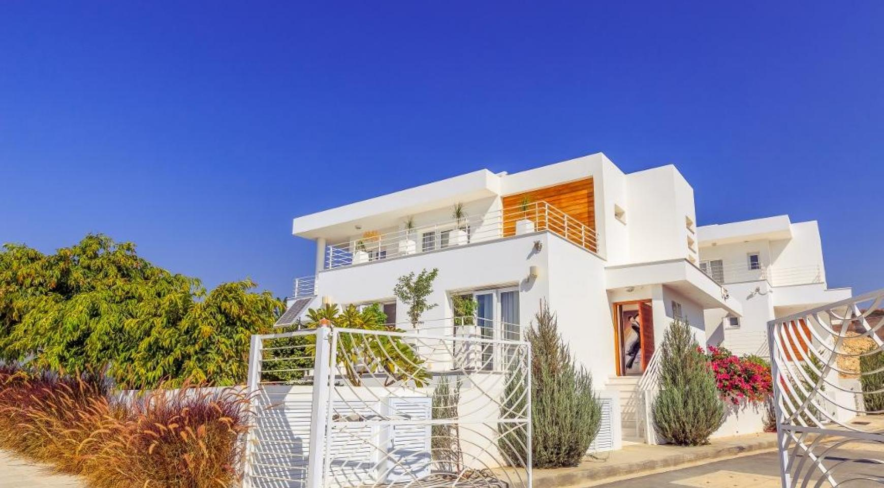 Contemporary 4 Bedroom Villa with Sea Views in Agios Tychonas - 4