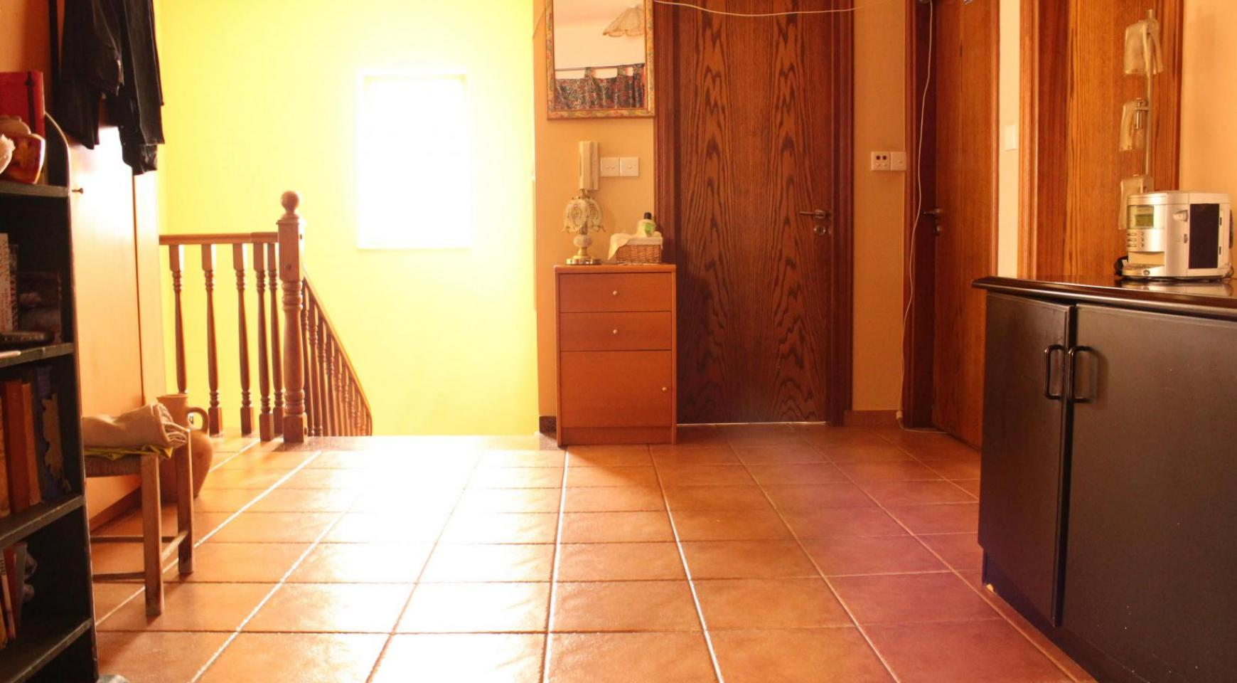 Spacious 5 Bedroom House in Agios Athanasios Area - 10