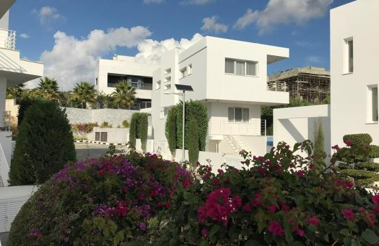 4 Bedroom Villa with Sea Views in Agios Tychonas