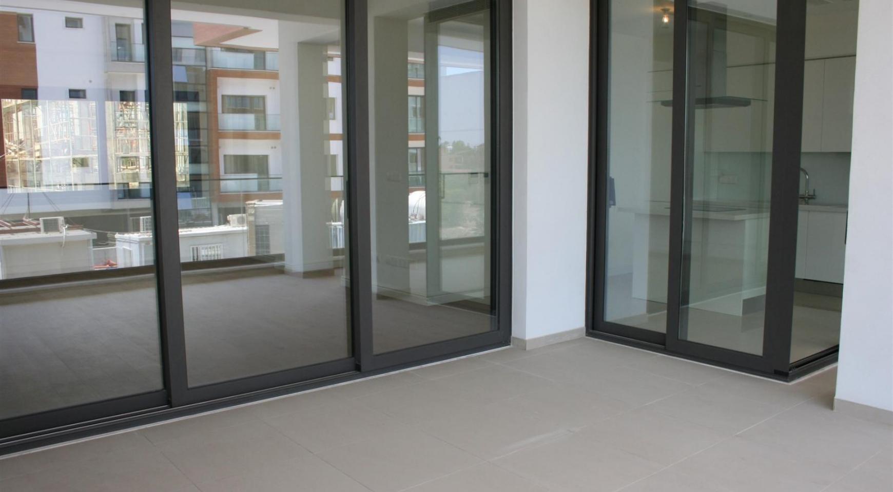 New Modern 3 Bedroom Apartment near the Sea - 25