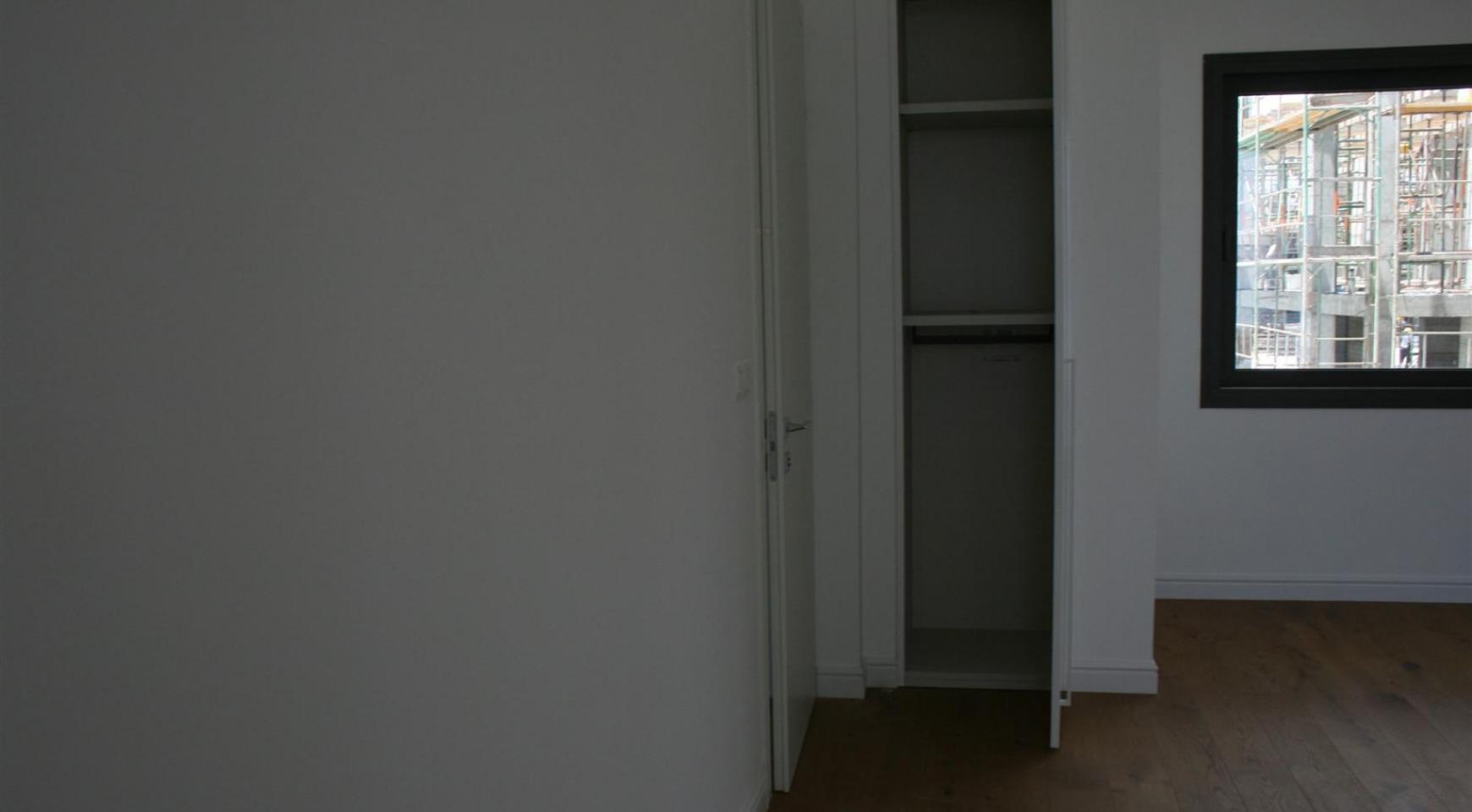 New Modern 3 Bedroom Apartment near the Sea - 32