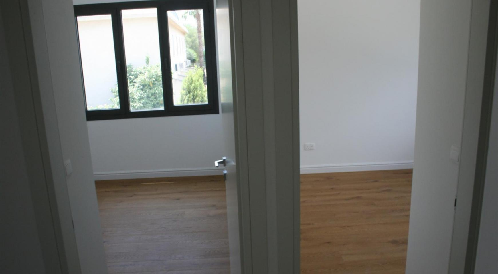 New Modern 3 Bedroom Apartment near the Sea - 34