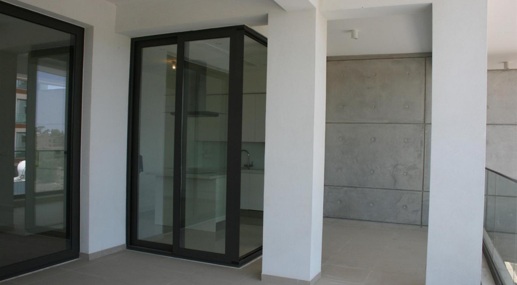 New Modern 3 Bedroom Apartment near the Sea - 27