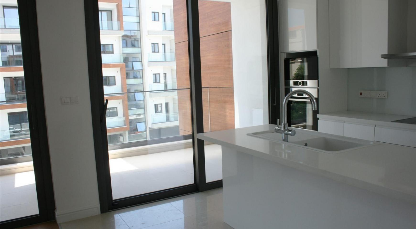 New Modern 3 Bedroom Apartment near the Sea - 16