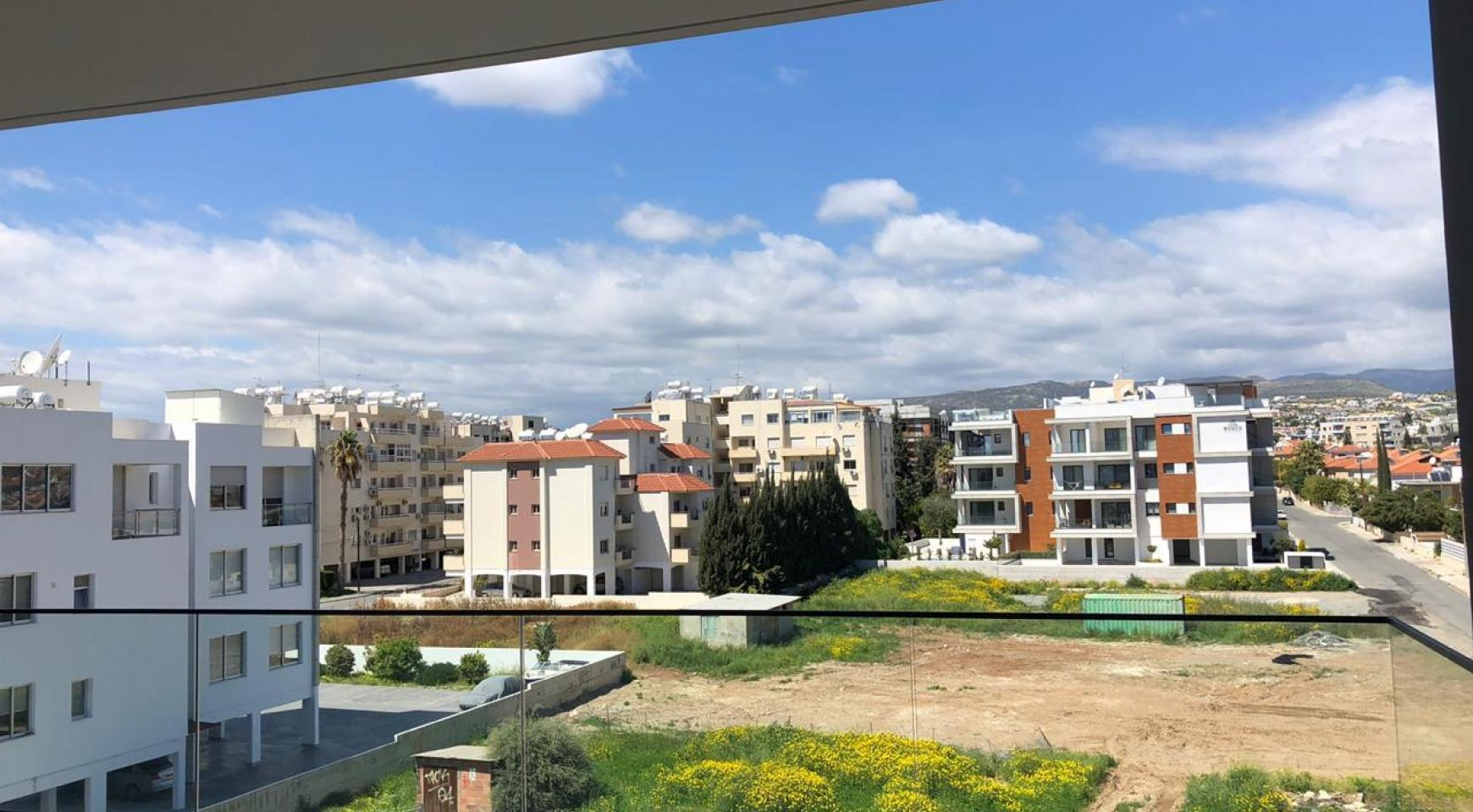 Contemporary 2 Bedroom Apartment in a New Complex near the Sea - 9