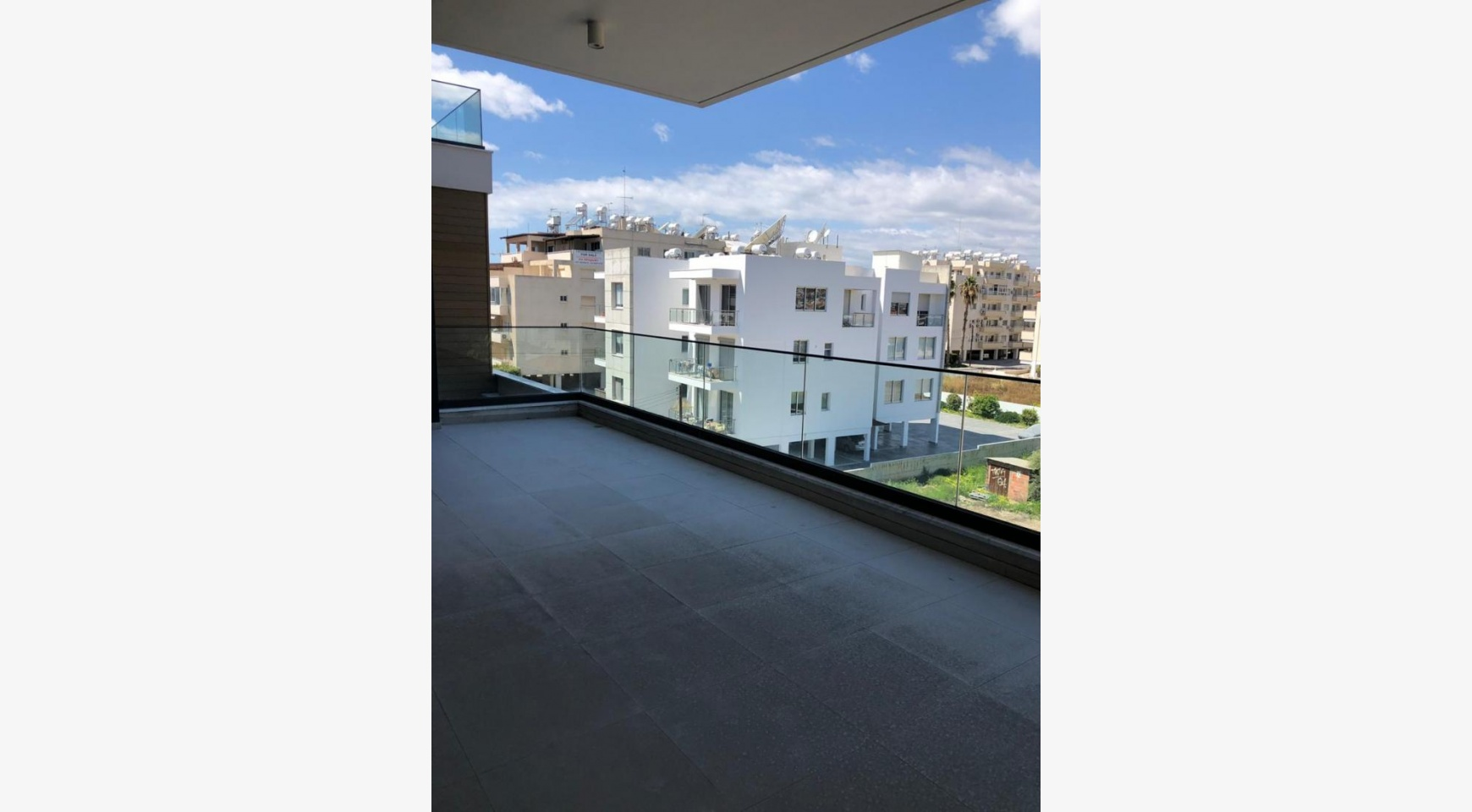 Contemporary 2 Bedroom Apartment in a New Complex near the Sea - 8